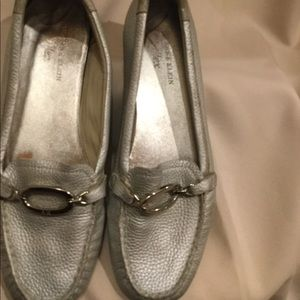 ANNE KLEIN sz8 sliver leather with sliver ring